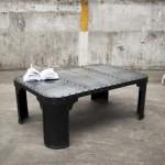 Rivets, métal, simplicité et noir satiné pour ce meuble industriel façon loft…